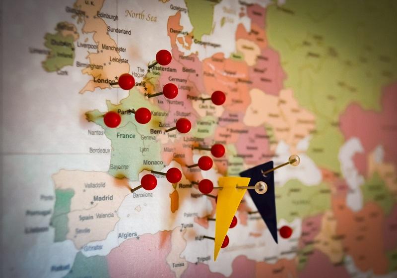 Spostarsi in treno o in aereo per visitare l'Europa