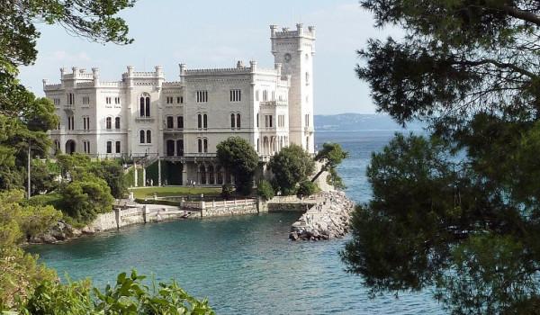 Il castello di Miramare è una fiaba o un incubo?